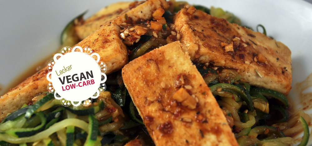gebackener tofu auf zucchininudeln low carb vegan ww schwatz katz launchpad. Black Bedroom Furniture Sets. Home Design Ideas